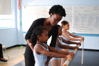 Teaching Artist Jayme Stokes Instructs At Dunbar Elementary
